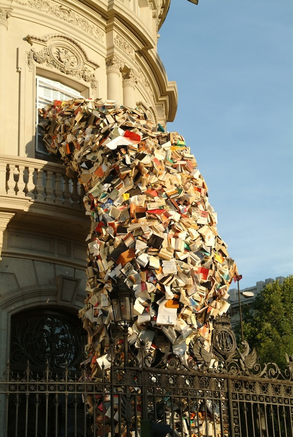 libri-che-cadono
